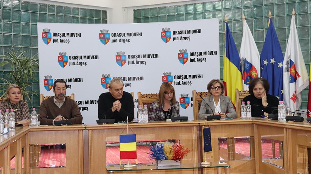 La Mioveni,  Administraţia s-a întîlnit cu conducerea şcolilor