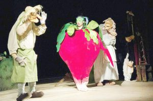 Piesa Ridichea Uriaşă în cadrul Festivalului de Teatru