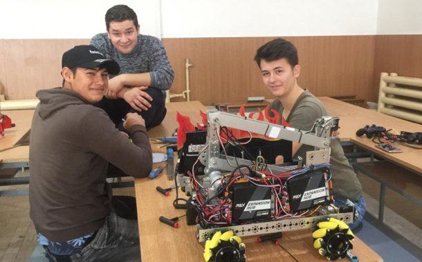 Roboţelul Atom, mândria Liceului Tehnologic Dacia