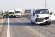 Șoferiță rănită după ce a fost proiectată în șanț