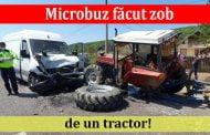 Microbuz făcut zob de un tractor!