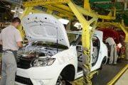 Activitatea de la Dacia se va relua pe 21 aprilie