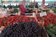 100 de lei kilogramul de cireșe în piața din Câmpulung!
