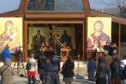 Se interzic slujbele în interiorul bisericii!