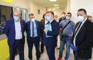 Ministrul Sănătăţii, singur prin secţia COVID a Spitalului Orăşenesc