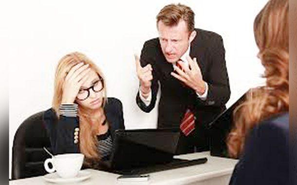 Salariaţii hărţuiţi moral vor putea cere despăgubiri angajatorului!
