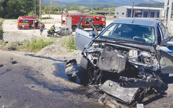 Şofer încarcerat după ce a plonjat cu maşina!