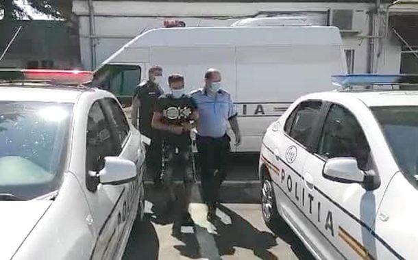 Arestat după ce a furat o autoutilitară