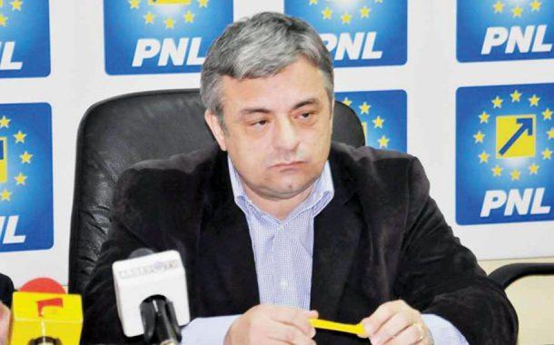 Liberalii îi cer demisia lui Miuţescu!