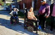 Două tinere cu handicap locomotor au votat în ciuda greutăților întâmpinate!