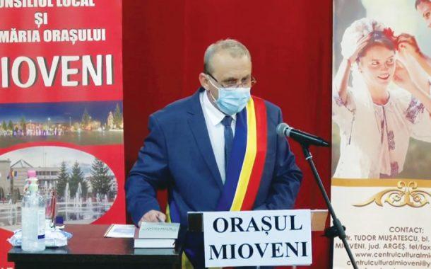 Primarul şi consilierii din Mioveni, au depus jurământul