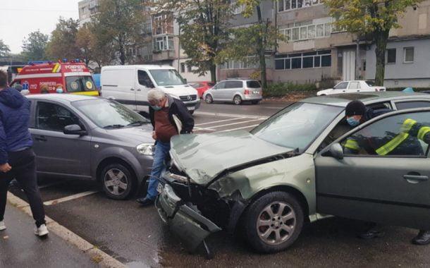 Patru maşini distruse de un şofer neatent!