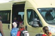 Transportul gratuit al elevilor pasat firmelor private