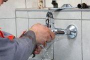 Verificaţi instalaţiile pentru a depista pierderile de apă