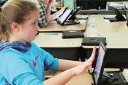 S-a încheiat distribuţia tabletelor pentru elevi în Argeş