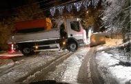 Străzile din Ştefăneşti curăţate de zăpadă încă de la prima oră