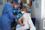 Sute de cadre medicale  se vaccinează anti COVID