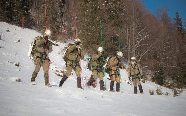 Militarii Batalionului 30 fac instrucţie la munte!