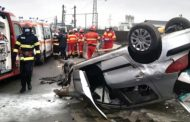 S-a răsturnat cu maşina în curbă la Bascov
