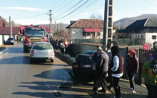 Doi răniţi, într-o maşină staţionată!