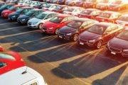 Înmatriculările de maşini noi au scăzut la jumatate
