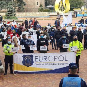 Un nou protest la Prefectura Argeș!
