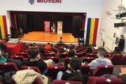 Actriţa Lorena Luchian le-a vorbit tinerilor din Mioveni despre încrederea în sine