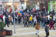 Sute de protestatari amendaţi