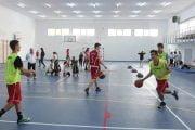 Elevii să nu mai poarte mască la orele de sport