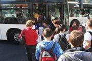 Guvernul vrea să scape  de transportul elevilor