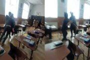 Elevă bătută în clasă, la școală!