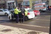 Coborât din autobuz, i-a pocnit pe poliţisti