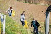 Voluntarii au curățat Mioveniul de gunoaie