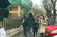 Poliţiştii arestați, victima la capelă