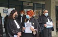 Protest spontan al avocaţilor
