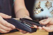 A cheltuit banii firmei pe telefoane şi bijuterii!