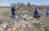 Tone de deșeuri adunate de pe malul râului Doamnei