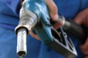 Benzina, mai scumpă cu un leu față de anul trecut