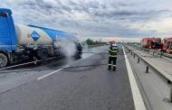 O cisternă cu combustibil a luat foc pe A1!