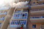 Femeie de 61 de ani evacuată dintr-un apartament, în urma unui incendiu, la Curtea de Argeş