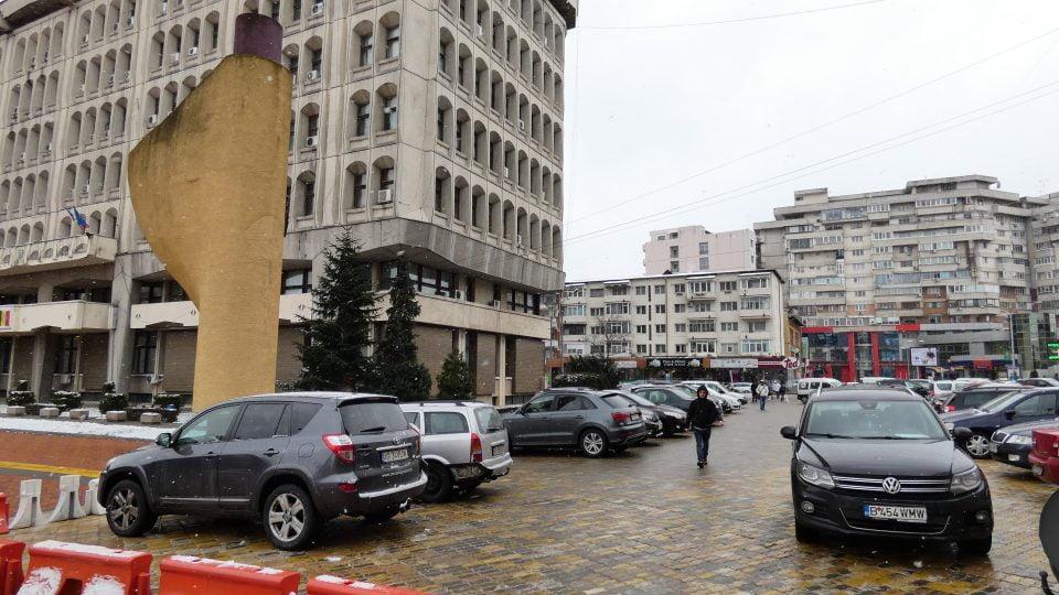 Parcarea masinilor în Piața Vasile Milea, interzisă!