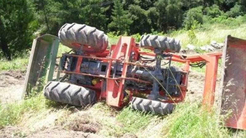 Rănit de tractorul răsturnat!