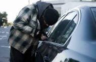 Poliţiştii ne învaţă cum să ne protejăm maşinile de hoţi!