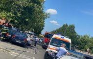 Fată prinsă între maşinile lovite de un alt autoturism!
