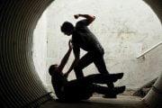 În arest pentru că a bătut un tânăr!