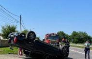 Mașina s/a răsturnat după ce a fost izbită de TIR