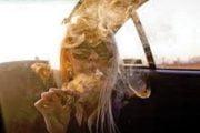 Traficanții se drogau în maşină!