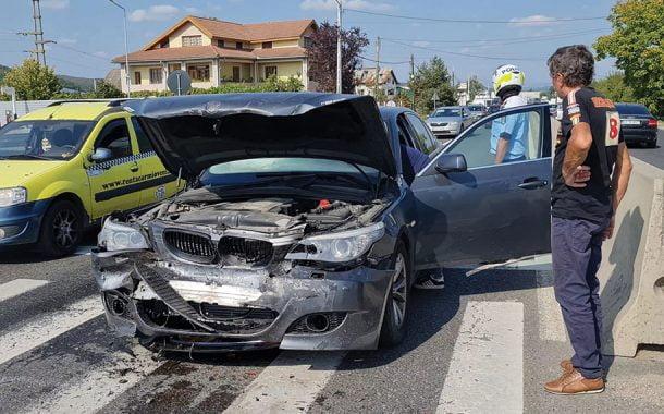 Impact între două BMW-uri la Mărăcineni