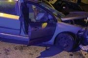 Tânărul băut, s-a oprit cu maşina în zidul din beton!