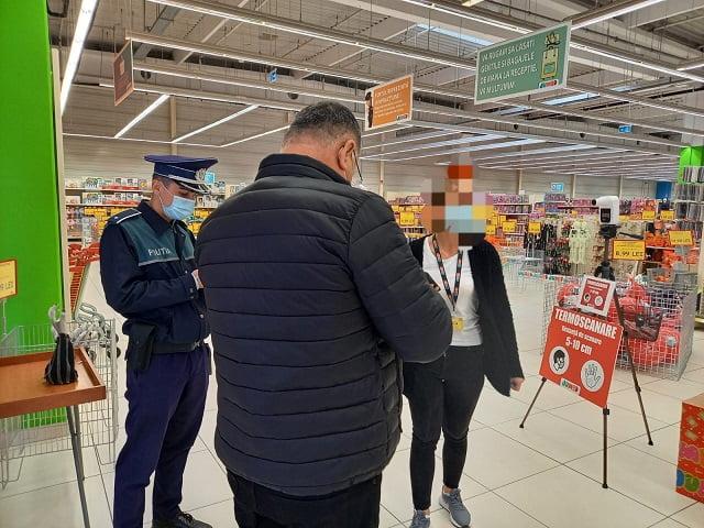 Poliţiştii au informat cetăţenii din centrele comerciale cu privire la măsurile de prevenire